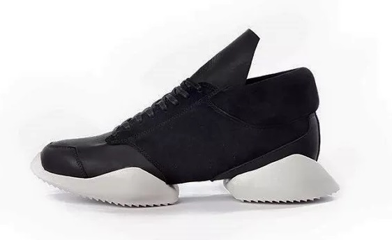 adidasとリック・オウエンスのコラボ商品 スリムランナー