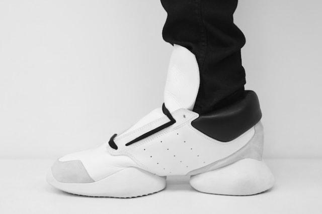 adidasとリック・オウエンスのコラボ商品 ランナー
