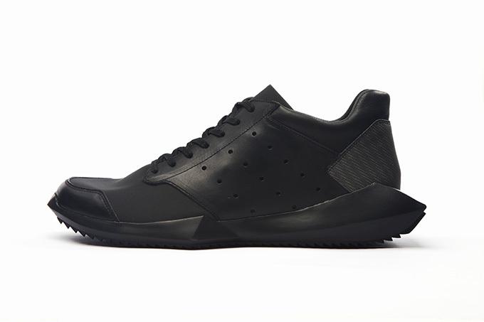 adidasとリック・オウエンスのコラボ商品 テックランナー ブラック